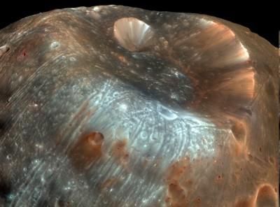 Cráter en la luna Phobos de Marte